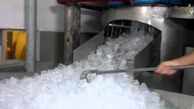 Máy làm đá viên tinh khiết mini và công nghiệp